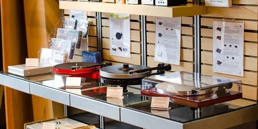 AVWORX showroom with turntables and cartridges